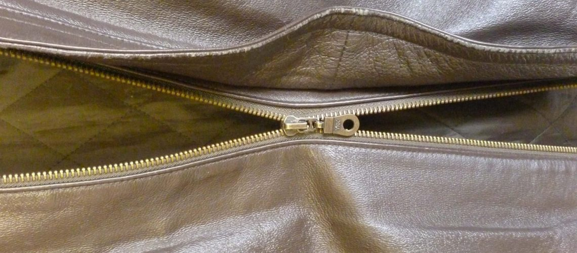 Zipper separating_cropped